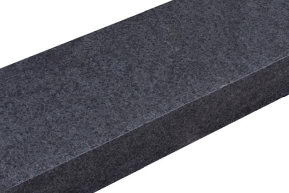 Zwart basalt Bloktrede Venato
